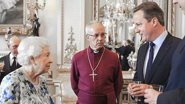 Перед отставкой, Дэвид Кэмерон получил согласие Британской Королевы