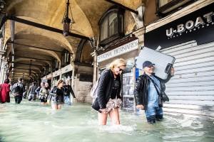 Венеция охвачена стихией – не отступающей серией приливов