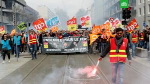 Протесты против новой пенсионной реформы во Франции
